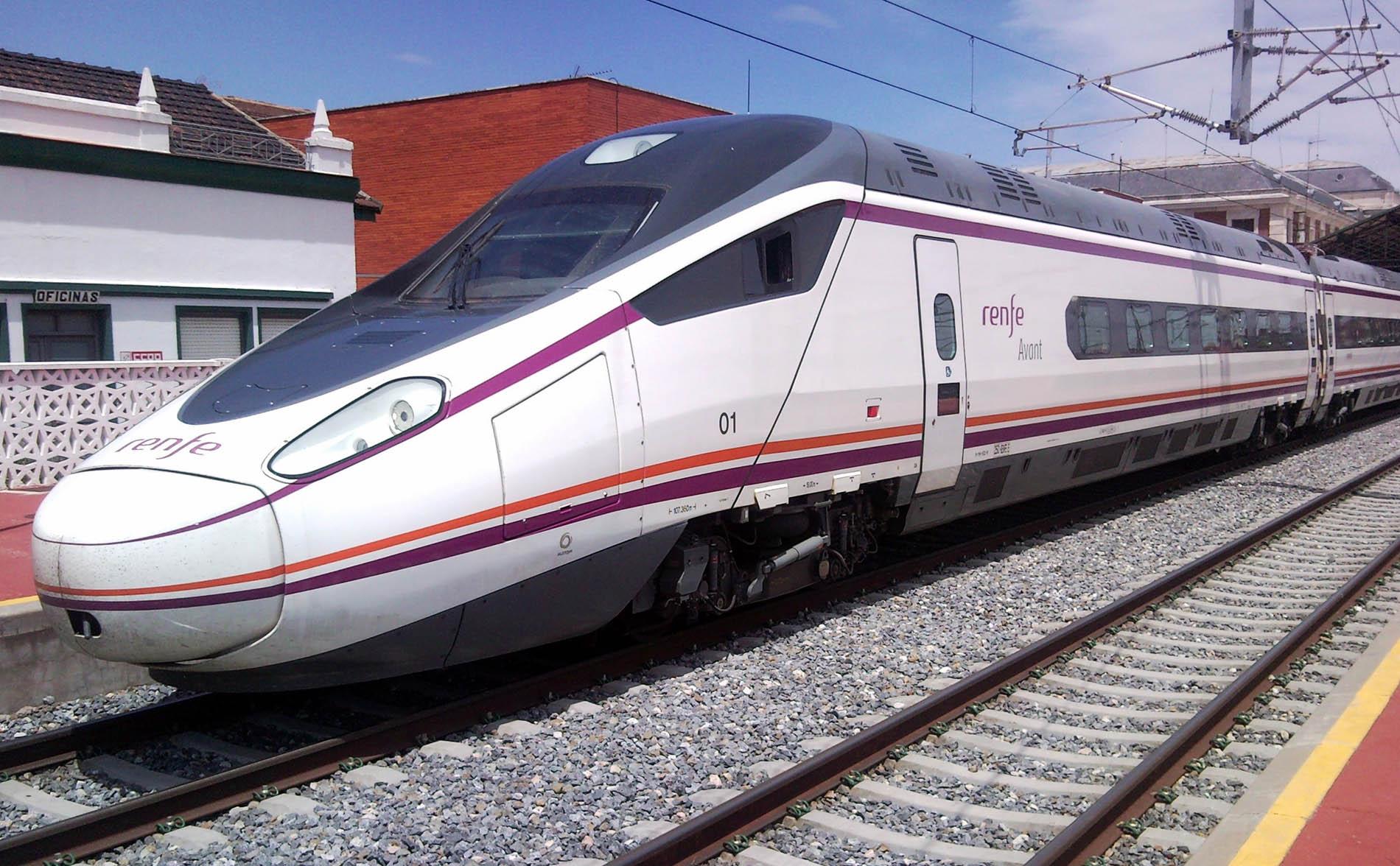 Serie_114_de_Renfe_en_Valladolid-Campo_Grande